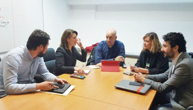 UGT se reúne con Podemos para valorar la situación de los marinos españoles de Long Hope